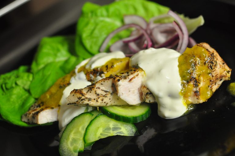 Chicken salad with mango and garlic dressing